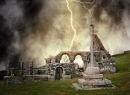 abbaye en ruine sous l'orage
